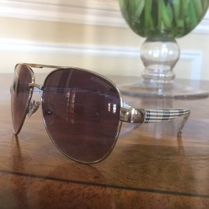 Burberry sunglasses 😎